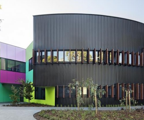 LYSAGHT LONGLINE 305® Cladding Creates a Dramatic Statement at Ivanhoe Grammar School